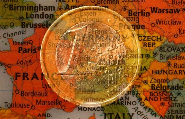 Currencies: the euro remains the second most used currency in the world after the dollar Logo